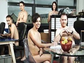 telanjang-di-kantor