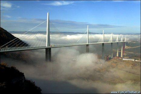 millau_bridge_over_tarn_river_france
