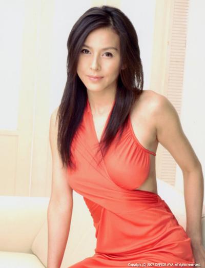 Photo telanjang Aya Sugimoto di kampanye PETA